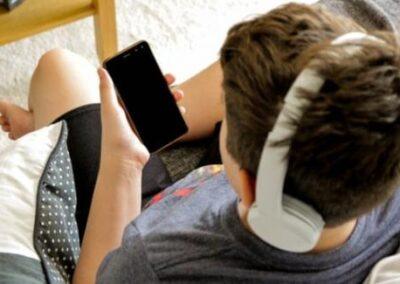 Solitudine adolescenziale in un mondo virtuale